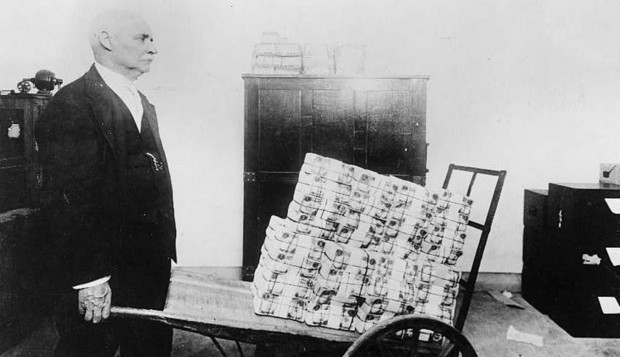 German-Hyperinflation-Wheelborrow